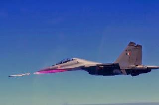Peluncuran Rudal BVRAAM Astra dari Sukhoi Su-30MKI