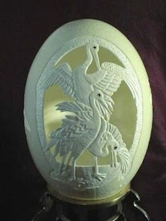 Arte con cascarones de huevos altamente decorados.