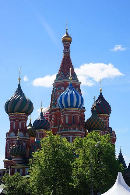 На фото - Храм Василия Блаженного в Москве