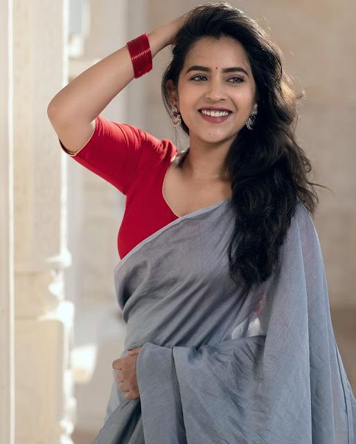 Komalee Prasad  (Indian Actress) Wiki, Biography, Age, Height, Family, Career, Awards, and Many More...