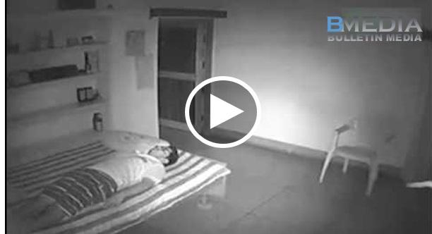 Lelaki Tidur Kat Rumah Pada Waktu Malam, Tiba-tiba CCTV Terakam Roh Lelaki Terkeluar Dari Badan Dan...!!! SERAM!!!