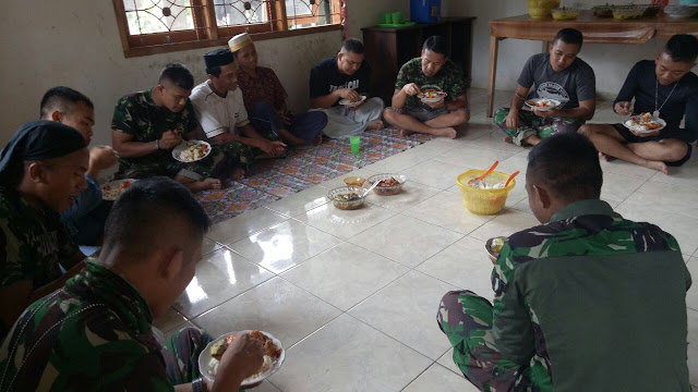 Lewat Makan Siang Bersama Terjalin Kebersamaan di Lokasi TMMD Kodim 1424/Sinjai