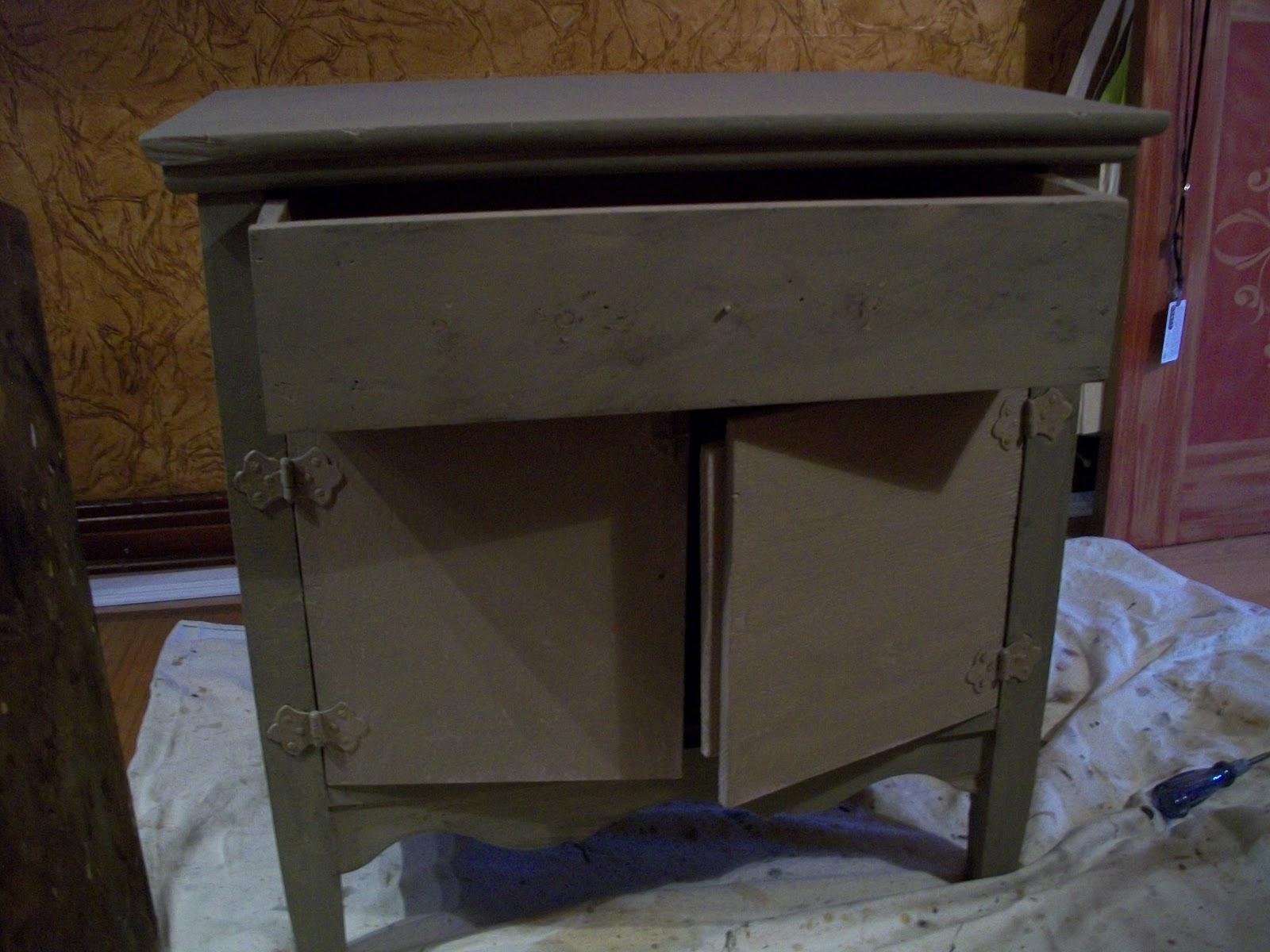 Transformation d un meuble avec la chalk paint d 39 annie for Meubles montreal peinture