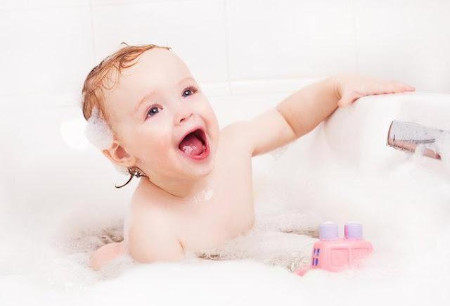 Tips-Memilih-Sabun-Mandi-Untuk-Bayi-Berkulit-Sensitif