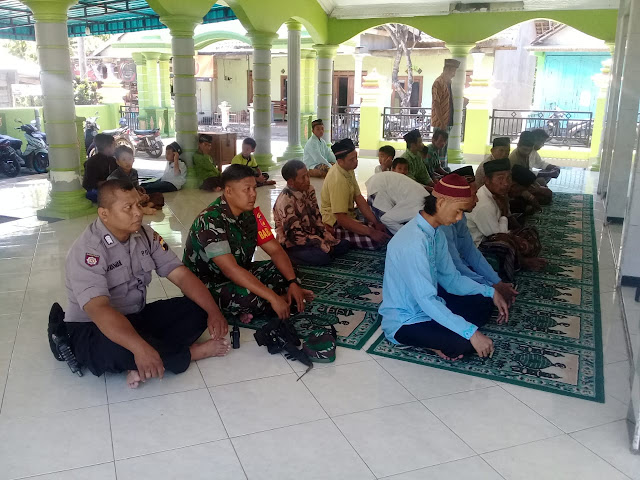 Kodim Karanganyar - Bersama Forkopimca Babinsa Koramil 05 Mojogedang Melaksanakan Sholat Jum'at Berjamaah