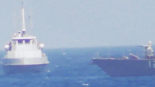 Un barco lanzamisiles iraní envía una señal de advertencia a un buque de EE.UU.