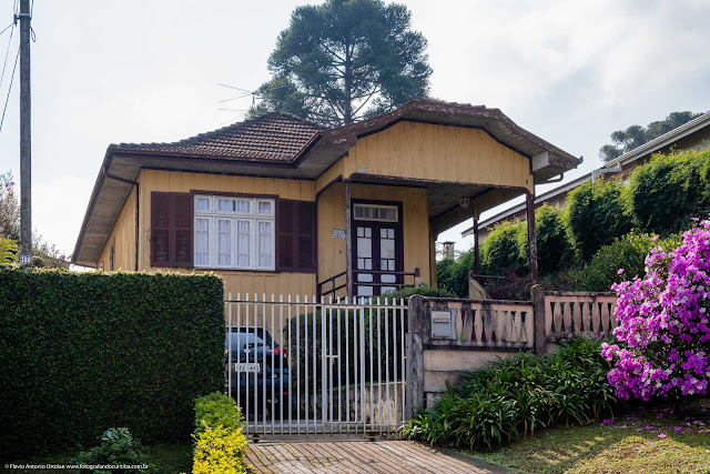Uma casa de madeira na Vitório Foggiato