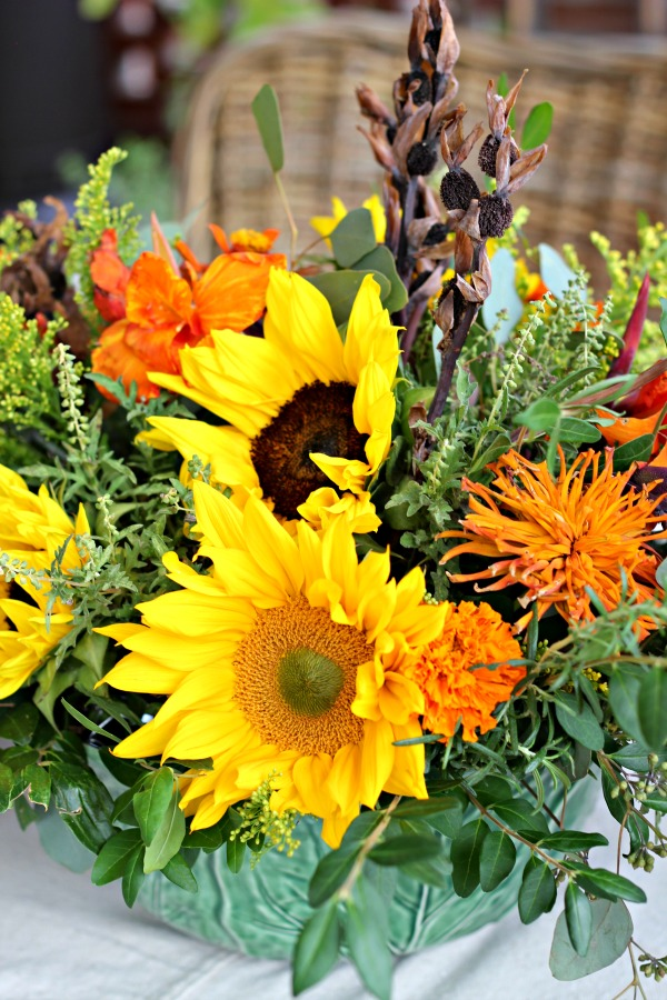 thanksgiving flower arrangement, flower tips and tricks, how to arrange flowers