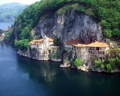 Vacanza in Lombardia - Luoghi belli - Eremo di Santa Caterina del Sasso