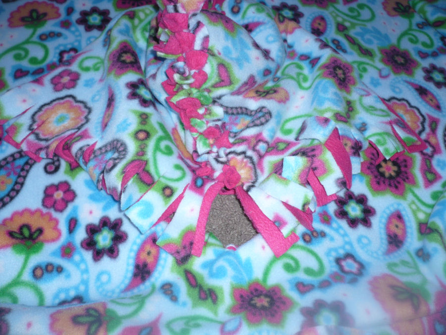 Crafty Mommy At Home: No-Sew Two Layer Fleece Poncho