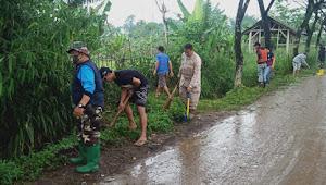 Kolonel Inf Jefson Marisano Tinjau Kegiatan Karbak Satgas Bersama Warga Desa Bojong Malaka
