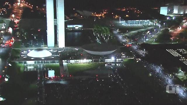 Multidão golpistas chegam ao Congresso Nacional em Brasília,17 de junho de 2013