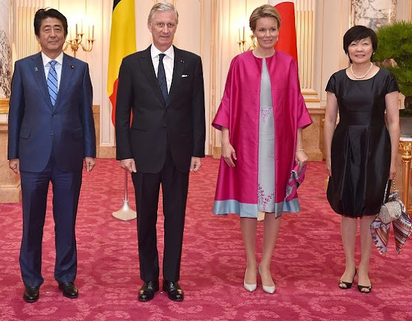 Queen Mathilde and King Philippe met with Prime Minister Shinzo Abe and his wife Akie Abe at the Akasaka Guest House, Queen Mathilde new dress
