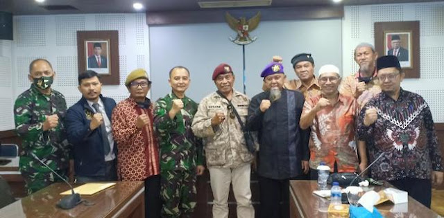 Kinerja Presiden Joko Widodo yang sudah berlangsung satu semester lebih di periode kedua semakin banyak dikritik. Bahkan kini muncul kritik keras dari kalangan purnawirawan TNI AD, yaitu eks Staf Ahli Panglima TNI, Mayjen TNI (Purn) Deddy S. Budiman.