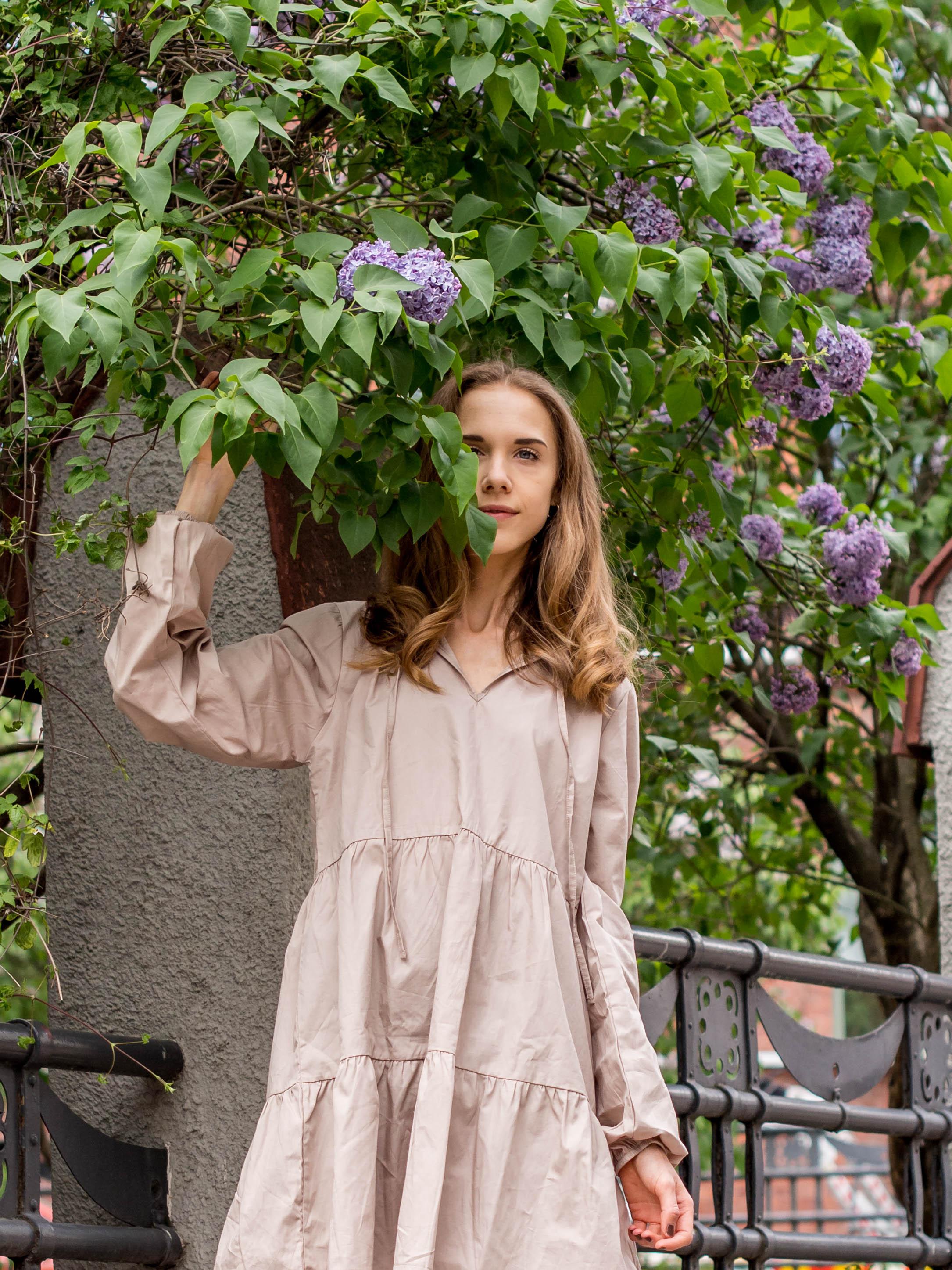 Beige smock dress, summer fashion 2020 - Beige paitamekko, kesämuoti 2020