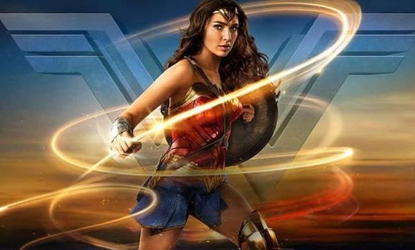 apa saja senjata yang digunakan Wonder Woman?