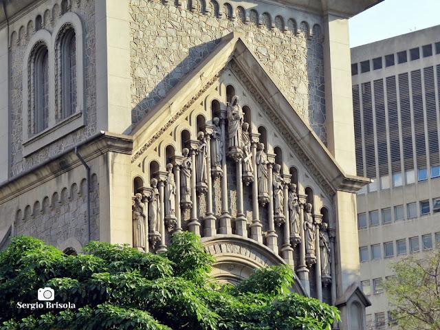 Close-up das Esculturas do frontão da Paróquia Nossa Senhora da Consolação - São Paulo