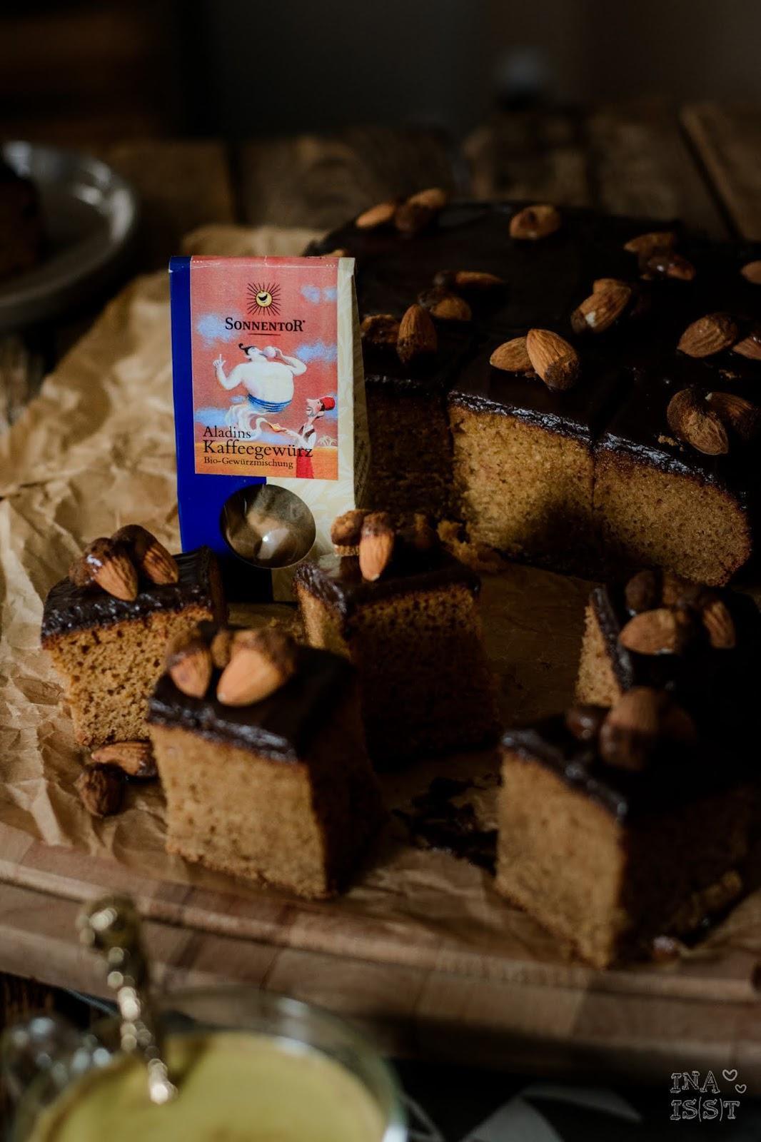 Rezept für weihnachtlicher Gewürzkuchen mit Schokolade und Zimtmandeln