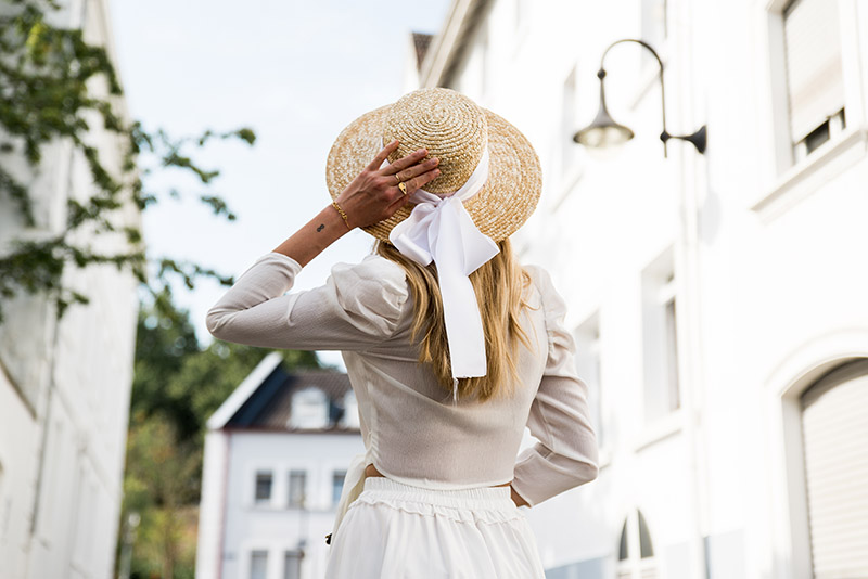 best-summer-hairstyles-cute-straw-hat