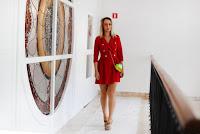 https://www.doganiammotyle.pl/2018/08/czerwona-sukienka-w-stylizacji-na-slub.html