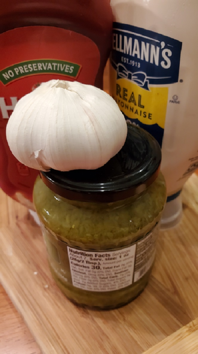 this is the ingredients to make Thousand Island dressing with ketchup, mayo, garlic and sweet pickle relish