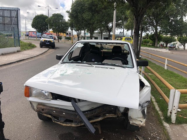COLISÃO ENTRE CARRO E GRADE DE PROTEÇÃO FOI REGISTRADO EM DELMIRO GOUVEIA