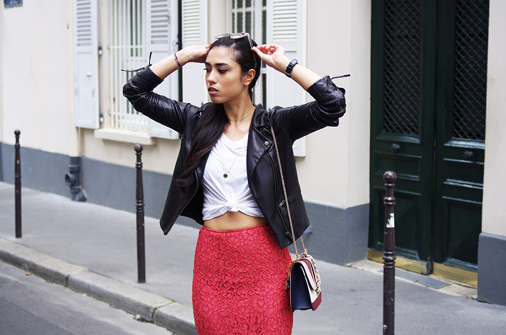 Elizabeth l Spring lace l leather jacket American Retro lace coral skirt Zara Forever21 tshirt Converse chuck Taylor Quay Australia sunglasses Valentino bag LV charm l THEDEETSONE l http://thedeetsone.blogspot.fr