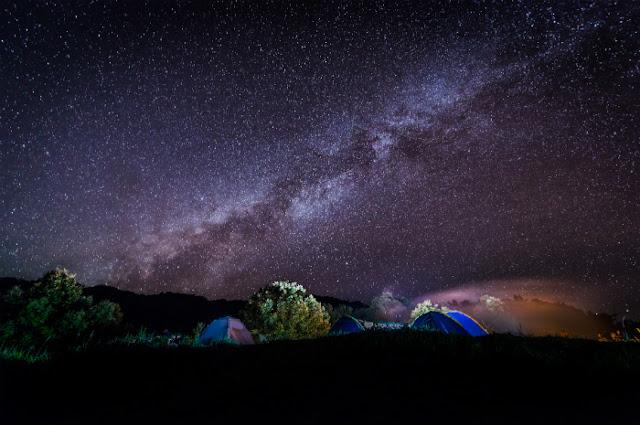 Cinecamping en Teotihuacán con lluvia de estrellas y pulque
