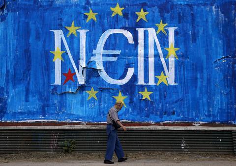 FT: Οι Ελληνες μπορεί να μην αντέξουν την αιώνια αθλιότητα και να αποφασίσουν Grexit