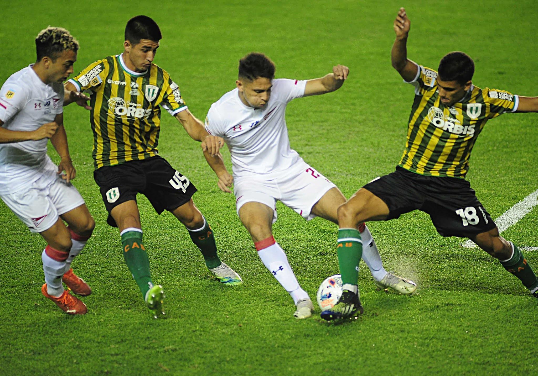 Banfield reacciona en la segunda parte y empata con Estudiantes de La Plata