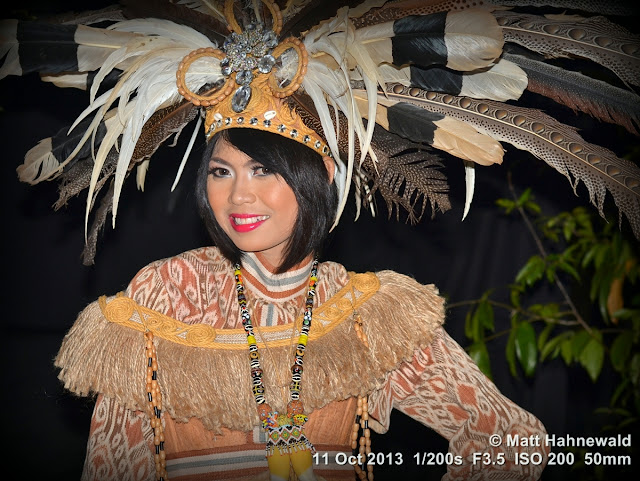 people, portrait, folk dancer, Dayak, beautiful, posing, eye contact, sexy, Indonesia, West Kalimantan, Pontianak, Taman Budaya, Asian woman, modern Indonesian woman, Facing the World, Matt Hahnewald, 50 mm prime lens, travel