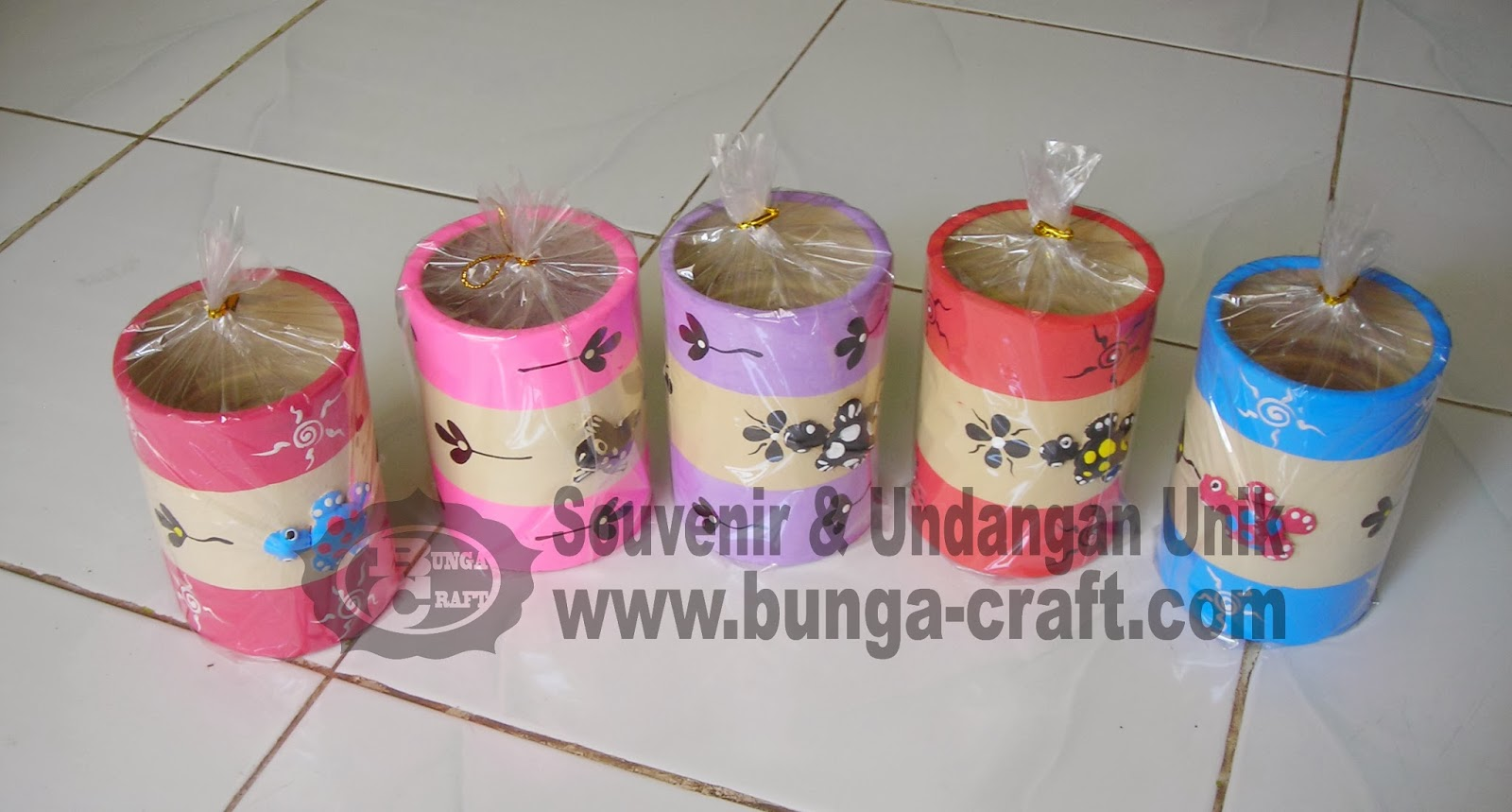 http://www.bunga-craft.com/2012/03/souvenir-gelas-warna.html