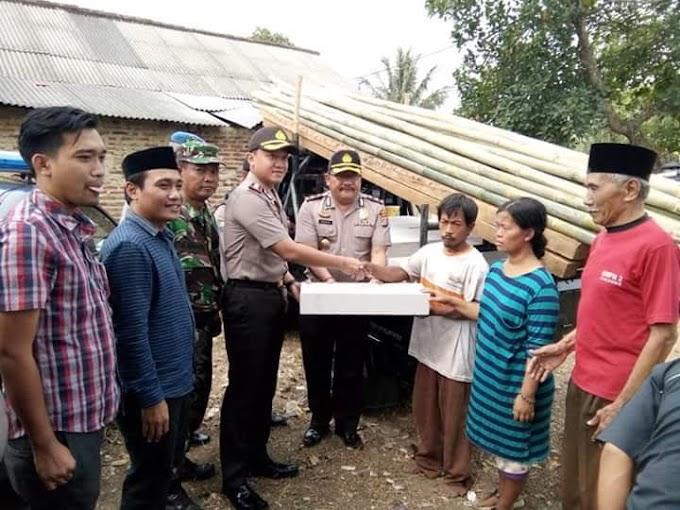 Kapolres Serang Berikan Bantuan Material Kepada Daswan Warga Kampung Malaka