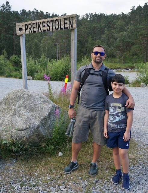 Trilha Preikestolen com crianças na Noruega