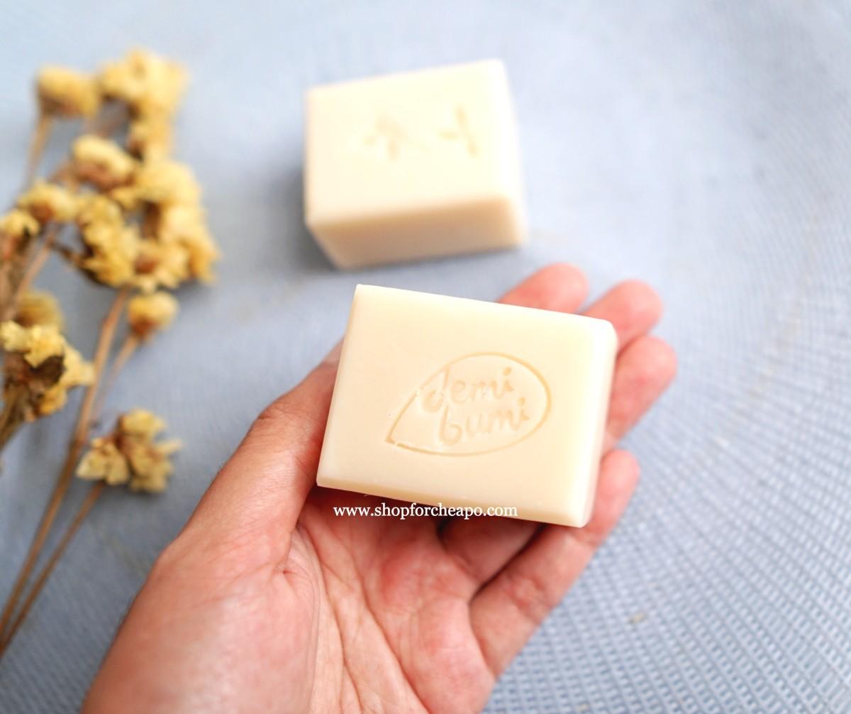 ukuran satu kotak sabun hampir 1/3 telapak tangan