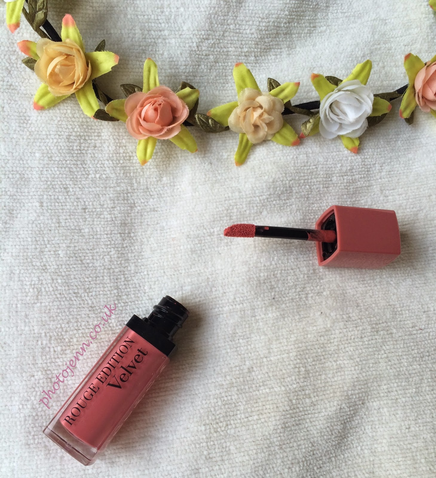 new-bourjois-rouge-edition-velvet--shade-happy-nude-year-2014