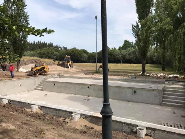 Construção piscina para adultos na Praia Fluvial da Comenda
