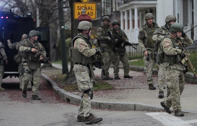 http://1.bp.blogspot.com/-sOFi6xCyEFs/UeqRJ_b-CdI/AAAAAAAABmg/hLi7EekuY-4/s1600/Boston-martial-law2b.jpg