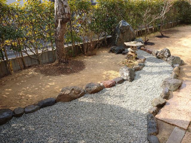 滝の流れをイメージした枯山水(京都市左京区岩倉)