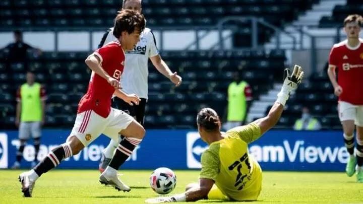 Pellistri's Manchester United debut draws Messi comparisons