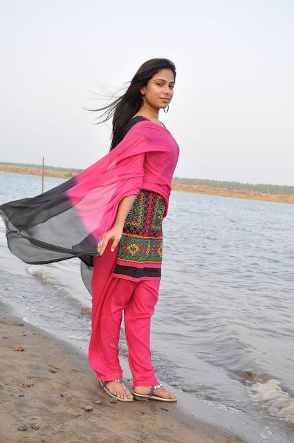 Vrushali Gosavi (32)