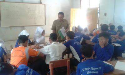 Pengertian dan Ciri Guru yg Profesional  PENGERTIAN DAN CIRI GURU YANG PROFESIONAL