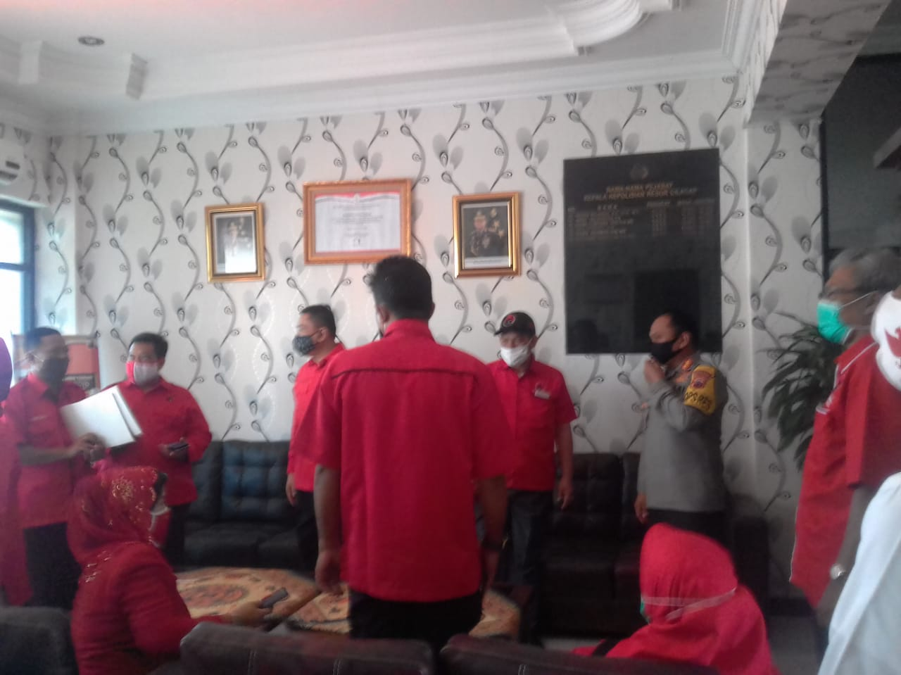 Ke Polres Cilacap, Pengurus DPC PDI Perjuangan Lapor Pembakaran Bendera Partai