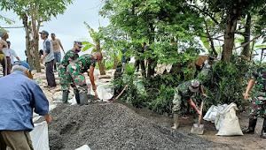 Tanggul Sungai Jebol, TNI Bersama Warga Gotong Royong Buat Tanggul Darurat