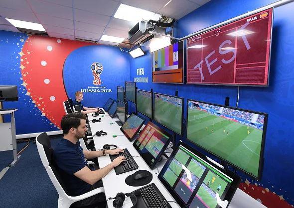 100 trọng tài Việt Nam được FIFA yêu cầu tập huấn trước khi sử dụng công nghệ VAR