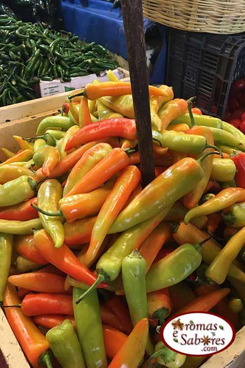Pimentas em mercado mexicano