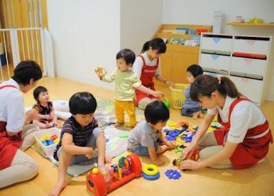 Procura por babás no Japão aumenta em meio à escassez de creches autorizadas no país