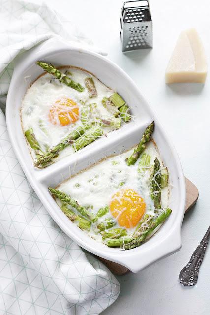 jak zrobić jajka zapiekane ze szparagami