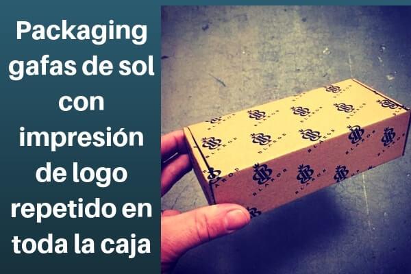packaging gafas de sol con impresión de logo repetido en toda la caja