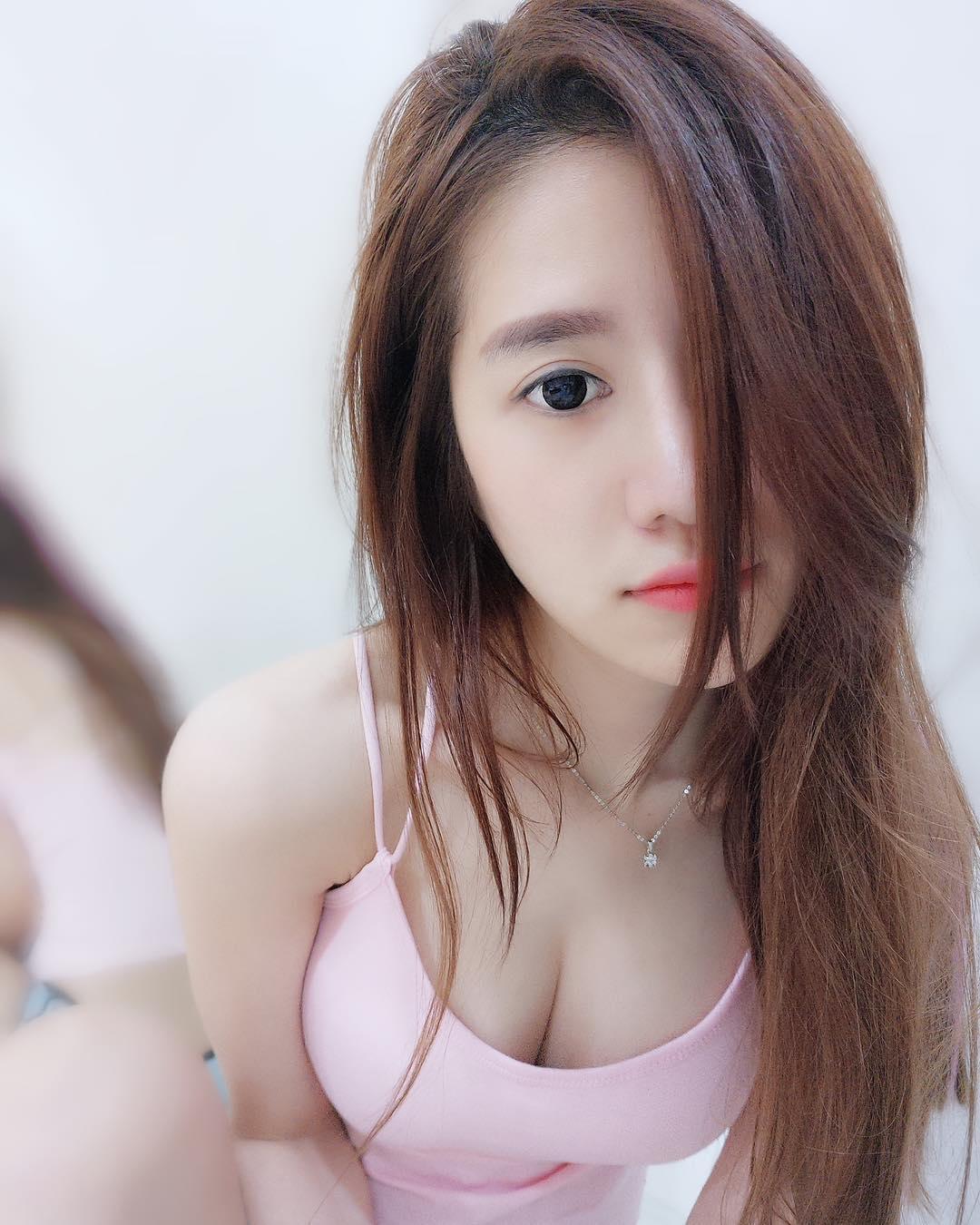 Tan chảy trước hình ảnh nóng bỏng của hot girl Quah Sue Theng
